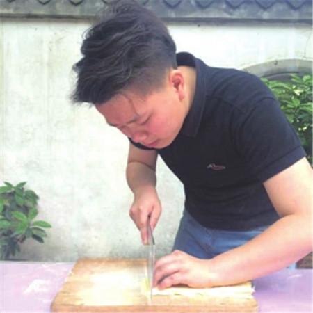 96后女大厨张雪:入行2年,成为川菜金牌体验师