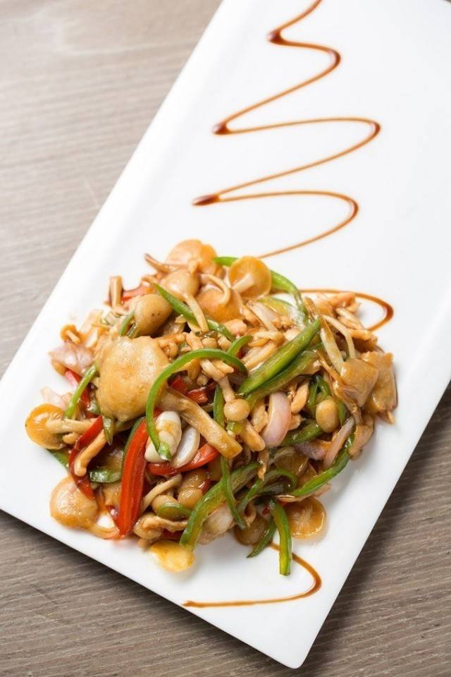 【粤菜】即摘金针菇炒西班牙猪颈肉