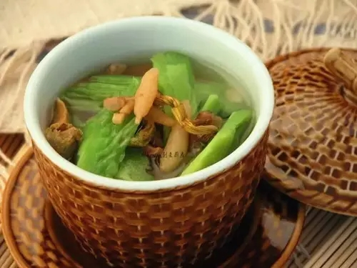 【靓汤】枫斗苦瓜鲜蚌汤
